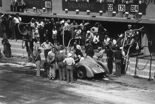 Le Mans, France. 25th - 26th June 1949.Pierre Meyrat/R. Brunet (Delahaye 135 S), 5th position, pit stop action. World Copyright: LAT Photographic.Ref: 49 - 16 - 0.