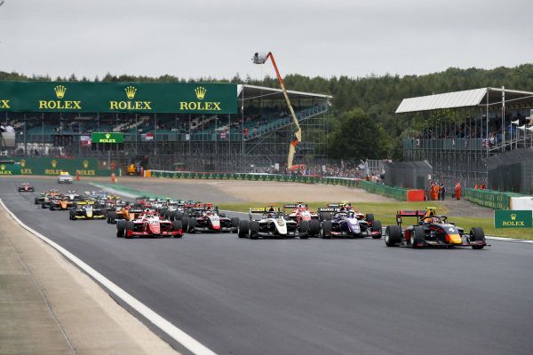 Liam Lawson (NZL) MP Motorsport leads Pedro Piquet (BRA) Trident, Christian Lundgaard (DNK) ART Grand Prix and Robert Shwartzman (RUS) PREMA Racing at the start of the race