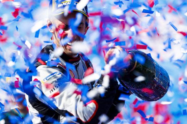 Race winner Sébastien Buemi (CHE), Nissan e.Dams celebrates with champagne on the podium