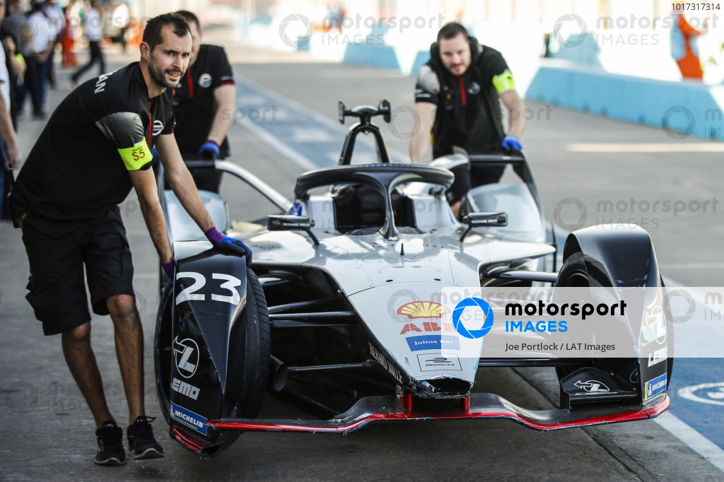 Car of Sébastien Buemi (CHE), Nissan e.Dam, Nissan IMO1, pushed back to the garage by the team after hitting the wall