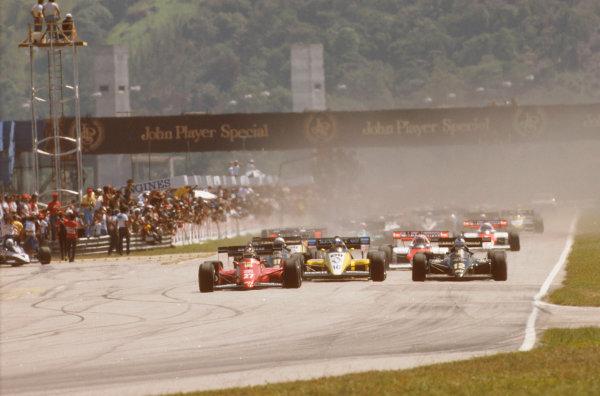 Jacarepagua, Rio de Janeiro, Brazil.23-25 March 1984.Michele Alboreto (Ferrari 126C4) leads Derek Warwick (Renault RE50), Nigel Mansell and Elio de Angelis (both Lotus 95T Renault's) at the start.Ref-84 BRA 07.World Copyright - LAT Photographic