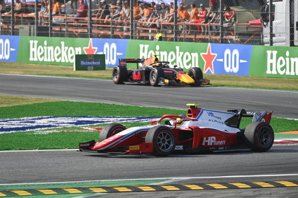 Oscar Piastri (AUS, Prema Racing) Jehan Daruvala (IND, Carlin)