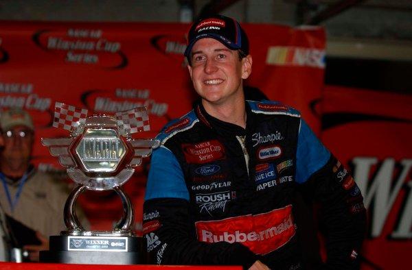 2002 NASCAR Atlanta Motor Speedway, October 25, 2002 NAPA 500/Aaron 's 312Kurt Busch poses by his winning trophy,-Robt LeSieur2002LAT Photographic