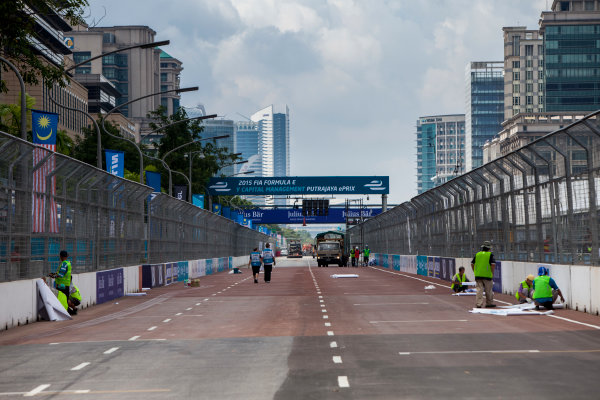 2015/2016 FIA Formula E Championship. Putrajaya ePrix, Putrajaya, Malaysia. Friday 6 November 2015. A view of the start/finish straight. Photo: Zak Mauger/LAT/Formula E ref: Digital Image _MG_3689