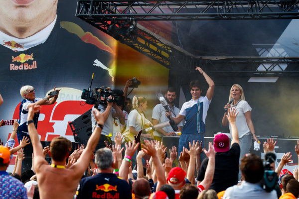 Spa Francorchamps, Belgium.  Saturday 26 August 2017. Lance Stroll, Williams Martini Racing, on stage with a t-shirt cannon in the F1 Fanzone. World Copyright: Sam Bloxham/LAT Images  ref: Digital Image _J6I9200