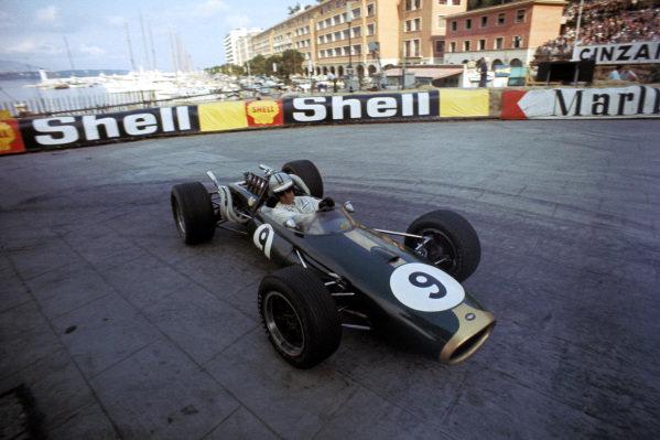 Race winner Denny Hulme (NZL) Brabham Repco BT20. Formula One World Championship, Rd2, Monaco Grand Prix, Monte-Carlo, Monaco. 7 May 1967. BEST IMAGE