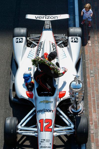 Winner, Will Power, Team Penske Chevrolet, with Baby Beau Power