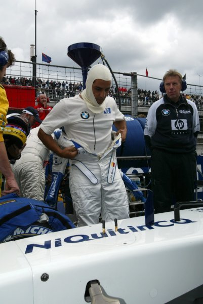 Juan Pablo Montoya (COL) Williams on the grid.