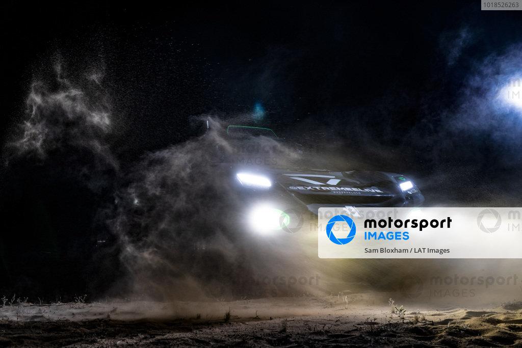 The Veloce Racing Odyssey 21 in the dark