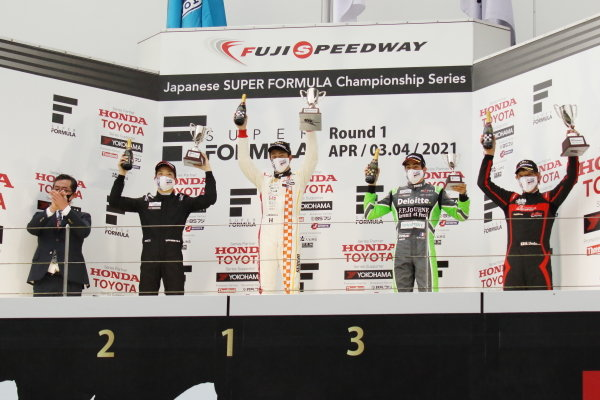 Rd2 Winner Atsushi Miyake, Looney Sports Spiess A41, Teppei Natori, Byoubugaura B-MAX Racing 320, 2nd and Giuliano Alesi, TOM'S TAZ31, 3rd, celebrate on the podium