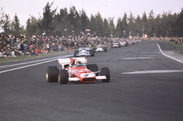1970 Mexican Grand Prix.Mexico City, Mexico.23-25 October 1970.Clay Regazzoni (Ferrari 312B) leads Jean-Pierre Beltoise (Matra MS120). They finished in 2nd and 5th positions respectively.Ref-70 MEX 68.World Copyright - LAT Photographic