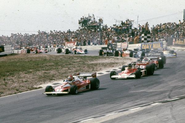 Niki Lauda, Ferrari 312T2 leads James Hunt, McLaren M23 Ford and teammate Clay Regazzoni, Ferrari 312T2.