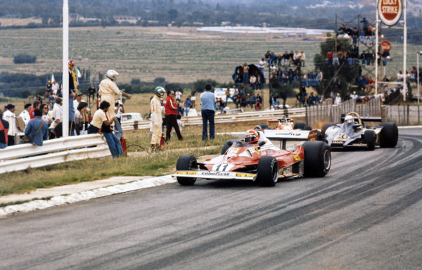 Niki Lauda, Ferrari 312T2 leads Jody Scheckter, Wolf WR1 Ford and James Hunt, McLaren M23 Ford.