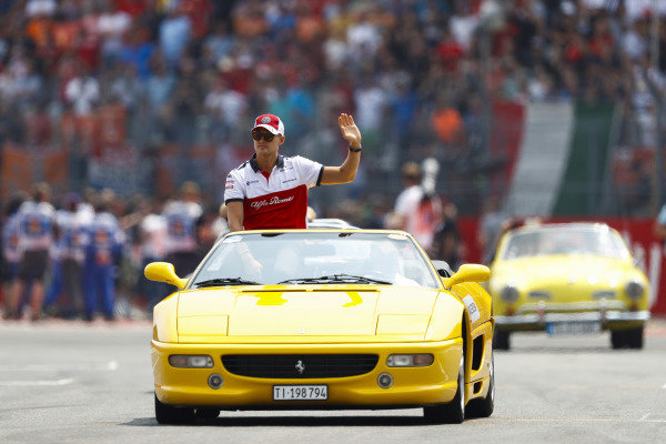 Marcus Ericsson, Sauber, waves to fans from a Ferrari 355 on the drivers' parade.