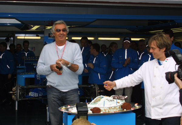 2001 San Marino Grand Prix.Imola, Italy. 13-15 April 2001.Benetton Managing Director Flavio Briatore celebrates his birthday.World Copyright - LAT Photographicref: 8 9 MB Digital