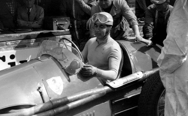 1953 Dutch Grand Prix.Zandvoort, Holland. 5-7 June 1953.Alberto Ascari (F2 Ferrari 500) 1st position.World Copyright - LAT Photographic