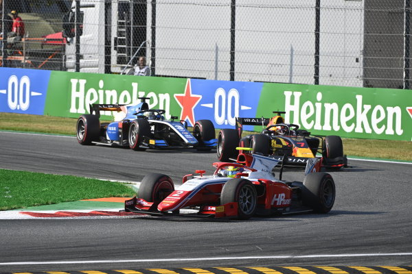 Oscar Piastri (AUS, Prema Racing) Liam Lawson (NZL, Hitech Grand Prix)