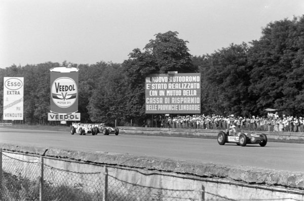 Troy Ruttman, John Zink Racing, Watson Offenhauser, leads Jimmy Bryan, Dean Van Lines, Kuzma Offenhauser, and Pat O'Connor, Sumar, Kurtis Kraft 500G Offenhauser.