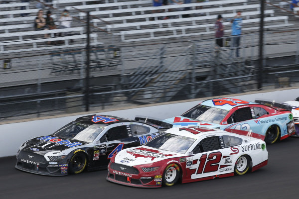 #12: Ryan Blaney, Team Penske, Ford Mustang Wabash National #4: Kevin Harvick, Stewart-Haas Racing, Ford Mustang Mobil 1