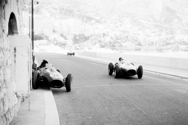 Monte Carlo, Monaco. 18 May 1958.Peter Collins, Ferrari Dino 246, 3rd position, passes the abandonned car of Mike Hawthorn, Ferrari Dino 246, retired, action.World Copyright: LAT PhotographicRef: Autosport b&w print. Published: Autosport, 23/5/1958 p651