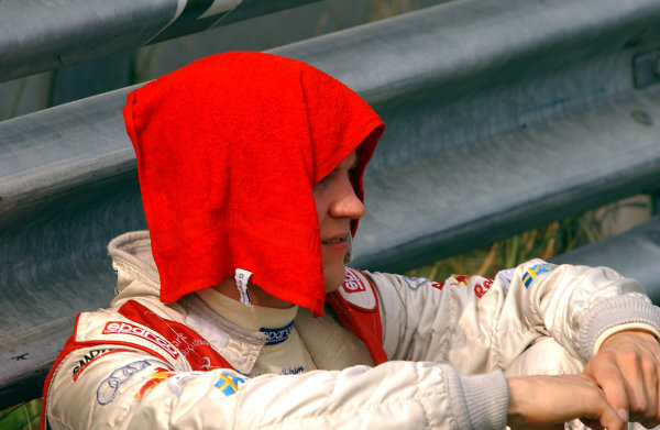 2004 DTM ChampionshipZandvoort, Netherlands. 4th - 5th September.Mattias Ekstrom (Abt Sportsline Audi A4) tries to keep cool as he waits for news of Peter Dumbreck's accident. Portrait. World Copyright: Andre Irlmeier/LAT Photographicref: Digital Image Only