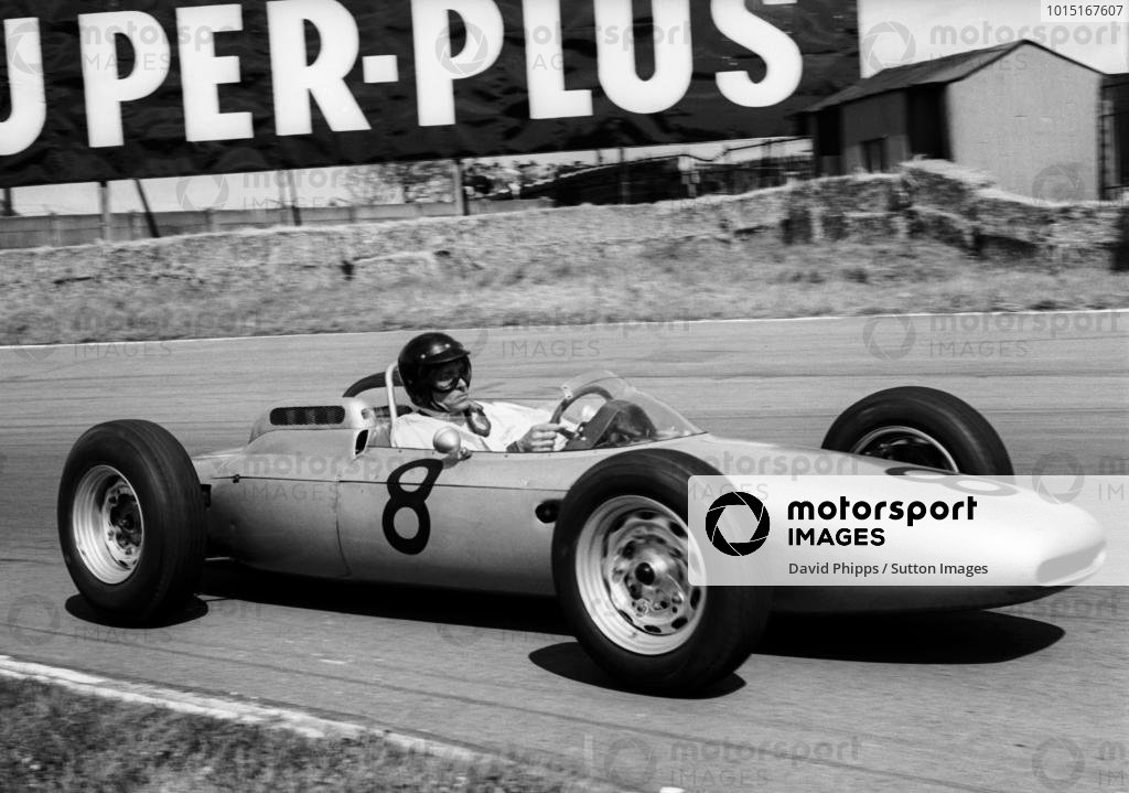 Dan Gurney (USA) Porsche 804 slipped back with clutch trouble to finish ninth. British Grand Prix, Aintree, 21 July 1962