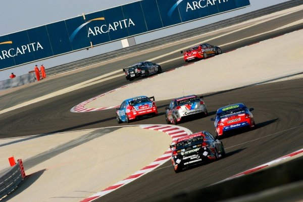 Paul Dumbrell (AUS) Supercheap Commodore leads a bunch of cars in the midfield.