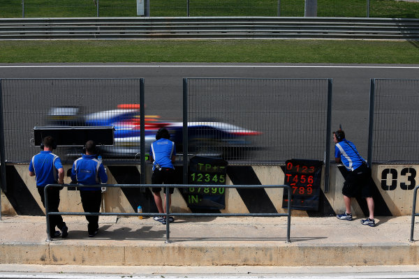 2015 GP3 Series Test 2 - Circuit Ricardo Tormo, Valencia, Spain. Friday 10 April 2015. Mitchell Gilbert (AUS, Carlin), drives past his team on the pit wall Photo: Sam Bloxham/GP3 Series Media Service. ref: Digital Image _SBL5237