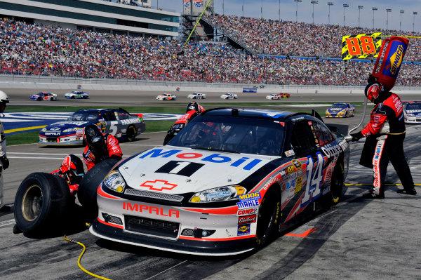 9-11 March, 2012, Las Vegas, Nevada USATony Stewart pit stop(c)2012, LAT SouthLAT Photo USA
