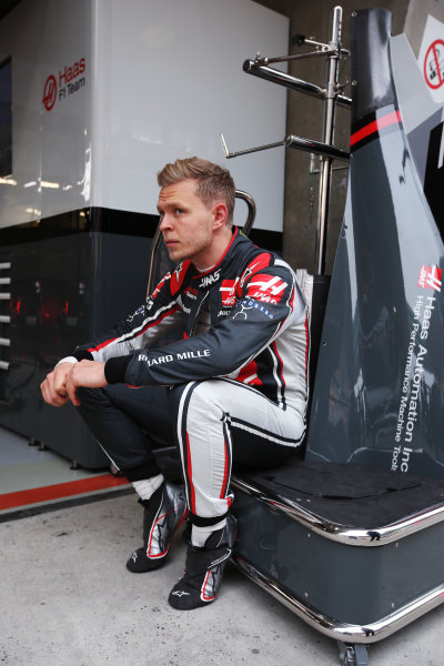 Shanghai International Circuit, Shanghai, China.  Friday 07 April 2017. Kevin Magnussen, Haas F1, waits during a delay in FP1. World Copyright: LAT Images ref: Digital Image GJ9R9590