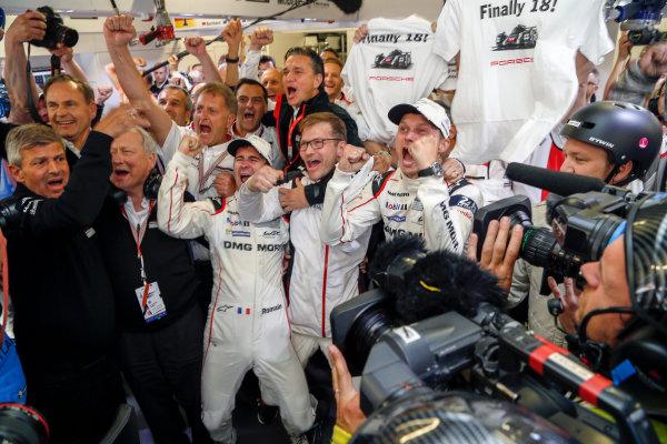2016 Le Mans 24 Hours. Circuit de la Sarthe, Le Mans, France. Porsche Team / Porsche 919 Hybrid - Romain Dumas (FRA), Neel Jani (CHE), Marc Lieb (DEU).  Sunday 19 June 2016 Photo: Adam Warner / LAT ref: Digital Image _L5R7496