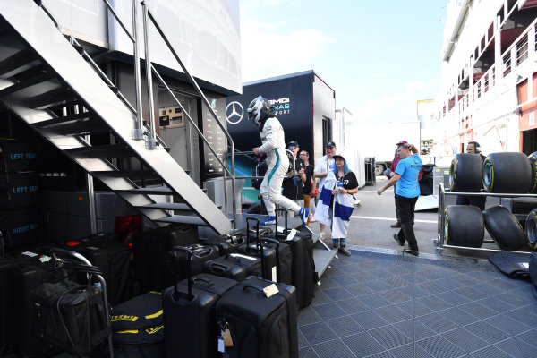 Valtteri Bottas (FIN) Mercedes-AMG F1 and fans