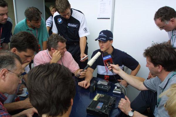 2001 Brazilian Grand Prix.Interlagos, Sao Paulo, Brazil. 30/3-1/4 2001.Ralf Schumacher (Williams BMW) is interviewed by the press.World Copyright - Bellanca/LAT Photographicref: 8 9 MB Digital
