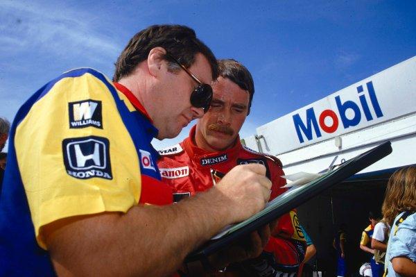1986 Portuguese Grand Prix.Estoril, Portugal.19-21 September 1986.Williams technical director Patrick Head with Nigel Mansell (Williams Honda).Ref-86 POR 25.World Copyright - LAT Photographic