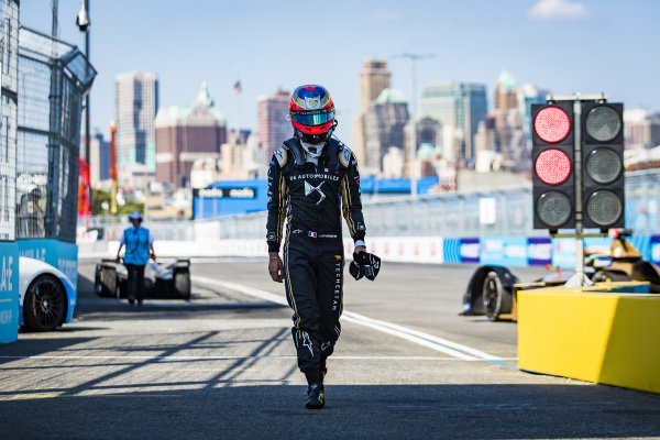 Jean-Eric Vergne (FRA), DS TECHEETAH walks down the pit lane