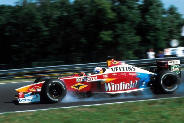 Alex Zanardi (ITA) Williams FW21 was the first retirement of the race with differential problems on the tenth lap. Hungarian Grand Prix, Hungaroring, 15 August 1999.