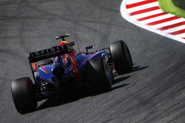 Circuit de Catalunya, Barcelona, Spain. Friday 9 May 2014. Daniel Ricciardo, Red Bull Racing RB10 Renault. World Copyright: Andy Hone/LAT Photographic. ref: Digital Image _ONY8624