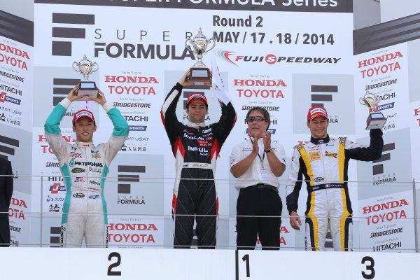 2014 Super Formula Series. Fuji, Japan. 17th - 18th May 2014. Rd 2. Race 1 - Winner Joao Paulo de Oliveira ( #19 Lenovo TEAM IMPUL SF14 ) 2nd position Kazuki Nakajima ( #37 TEAM TOM'S SF14 ) 3rd position Loic Duval ( #8 Team KYGNUS SUNOCO SF14 ) podium, portrait. World Copyright: Yasushi Ishihara / LAT Photographic. Ref: 2014SF_Rd2_008.JPG