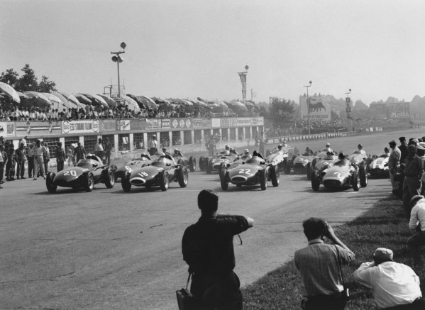Monza, Italy. 6th - 8th September 1957.Stuart Lewis-Evans (Vanwall, number 20) qualified on pole ahead of team mates Stirling Moss (18) and Tony Brooks (22) and Juan Manuel Fangio (Maserati 250F). Moss won the race, action.World Copyright: LAT PhotographicRef: 490 - 4.