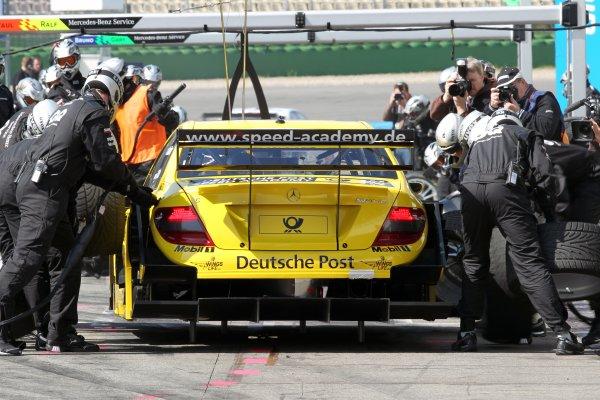 David Coulthard (GBR), AMG Mercedes, AMG Mercedes C-Klasse (2008), makes a pit stop.DTM, Rd1, Hockenheim, Germany, 23-25 April 2010 World Copyright: LAT Photographicref: Digital Image dne1023ap11