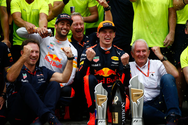 Sepang International Circuit, Sepang, Malaysia. Sunday 1 October 2017. Max Verstappen, Red Bull, 1st Position, Daniel Ricciardo, Red Bull Racing, 3rd Position, Christian Horner, Team Principal, Red Bull Racing, Helmut Markko, Consultant, Red Bull Racing, and the Red Bull team celebrate. World Copyright: Andrew Hone/LAT Images  ref: Digital Image _ONZ0528
