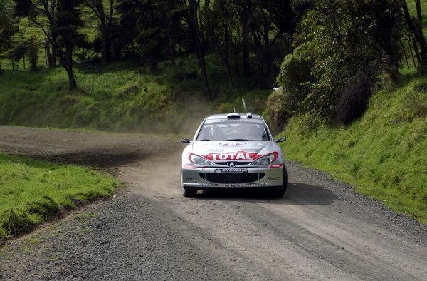 Harri Rovanpera (FIN) / Voitto Silander (FIN) Peugeot 206 WRC.World Rally Championship, Rd12, Propecia Rally of New Zealand Shakedown, Auckland, New Zealand, 2 October 2002.DIGITAL IMAGE