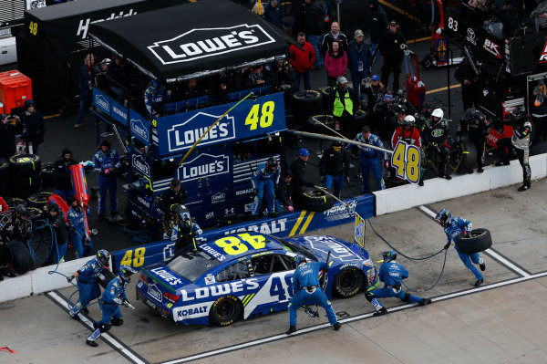 Monster Energy NASCAR Cup Series First Data 500 Martinsville Speedway, Martinsville VA USA Sunday 29 October 2017 Jimmie Johnson, Hendrick Motorsports, Lowe's Chevrolet SS pit stop World Copyright: Matthew T. Thacker LAT Images