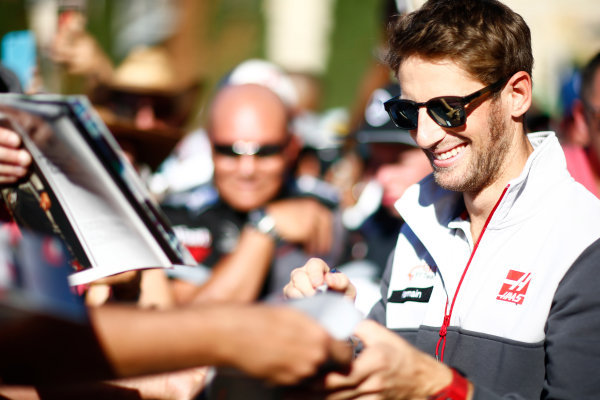 Circuit of the Americas, Austin Texas, USA. Saturday 22 October 2016. Romain Grosjean, Haas F1, signs autographs for fans. World Copyright: Andy Hone/LAT Photographic ref: Digital Image _ONY8625