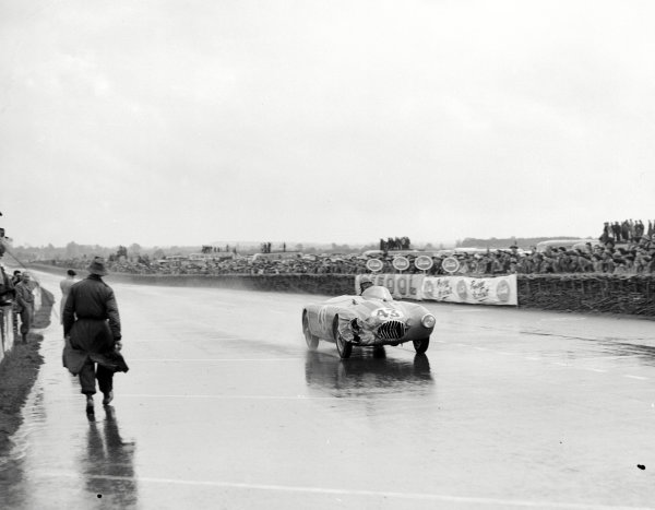 Le Mans, France.12-13 June 1954.Lance Macklin (OSCA MT4) which he shared with Pierre Leygonie.Ref-Motor 769/1.World Copyright - LAT Photographic