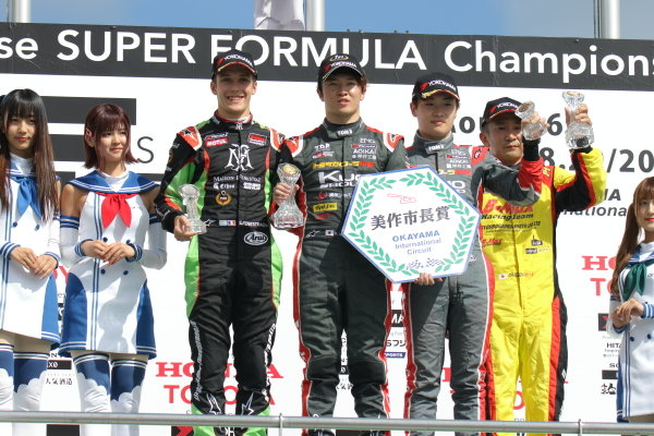 Round 19 winner Ritomo Miyata, Corolla Chukyo Kuo TOM'S, Dallara F317 Toyota, celebrates on the podium Sacha Fenestra, B-Max Racing with Motopark, Dallara F314 Volkswagen A41, 2nd, and Sena Sakaguchi, Corolla Chukyo Kuo TOM'S, Dallara F317 Toyota, 3rd