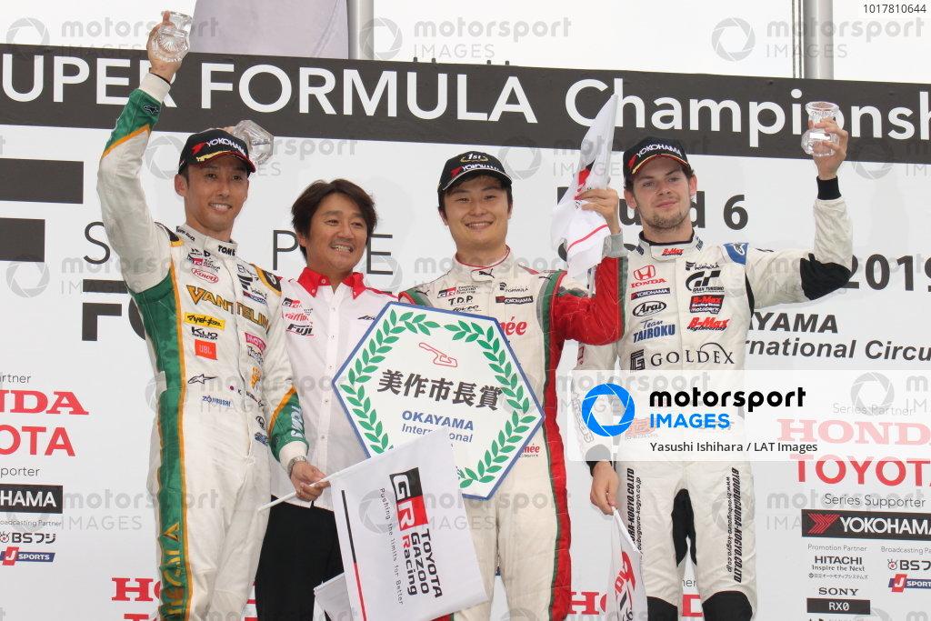 Winner Kenta Yamashita, Kondo Racing, Dallara SF19 Honda, celebrates on the podium with Kazuki Nakajima, Vanillin Team TOM'S, Dallara SF19 Toyota, 2nd, and Harrison Newey, B-Max Racing with Motopark, Dallara SF19 Honda, 3rd