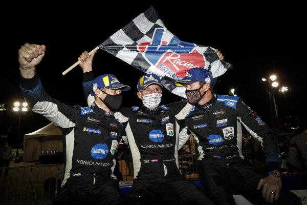 #10 Konica Minolta Cadillac DPi-V.R. Cadillac DPi, DPi: Renger Van Der Zande, Ryan Briscoe, Scott Dixon, winners,