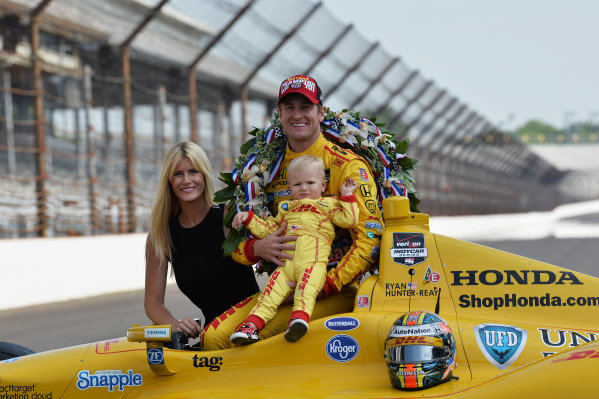 Indy 500 winner Ryan Hunter-Reay (USA) Andretti Autosport with wife Beccy Hunter-Reay (USA) and son Ryden Hunter-Reay (USA).Verizon IndyCar Series, Rd4, Indianapolis 500, Indianapolis, USA, 26 May 2014.