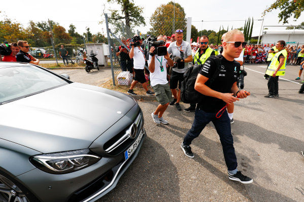 Autodromo Nazionale di Monza, Italy. Thursday 31 August 2017. Valtteri Bottas, Mercedes F1 W08 EQ Power+, arrives at the circuit. World Copyright: Sam Bloxham/LAT Images  ref: Digital Image _W6I1821